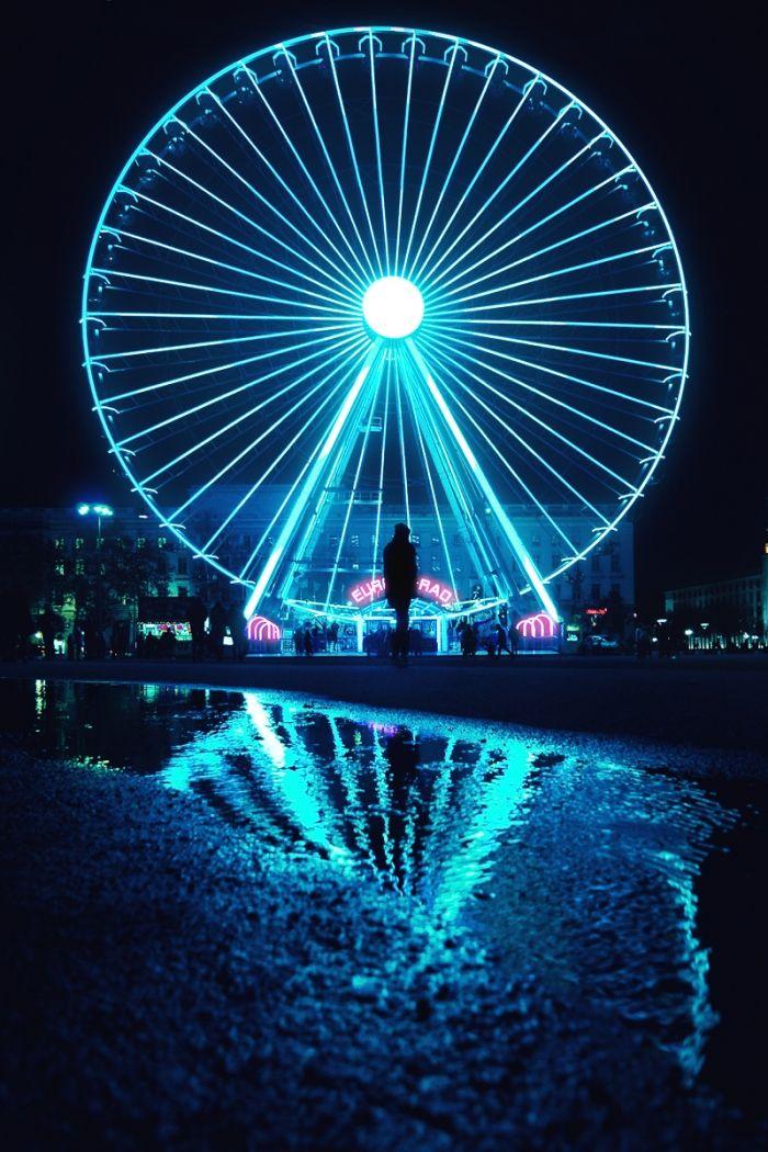 Big blue wheel